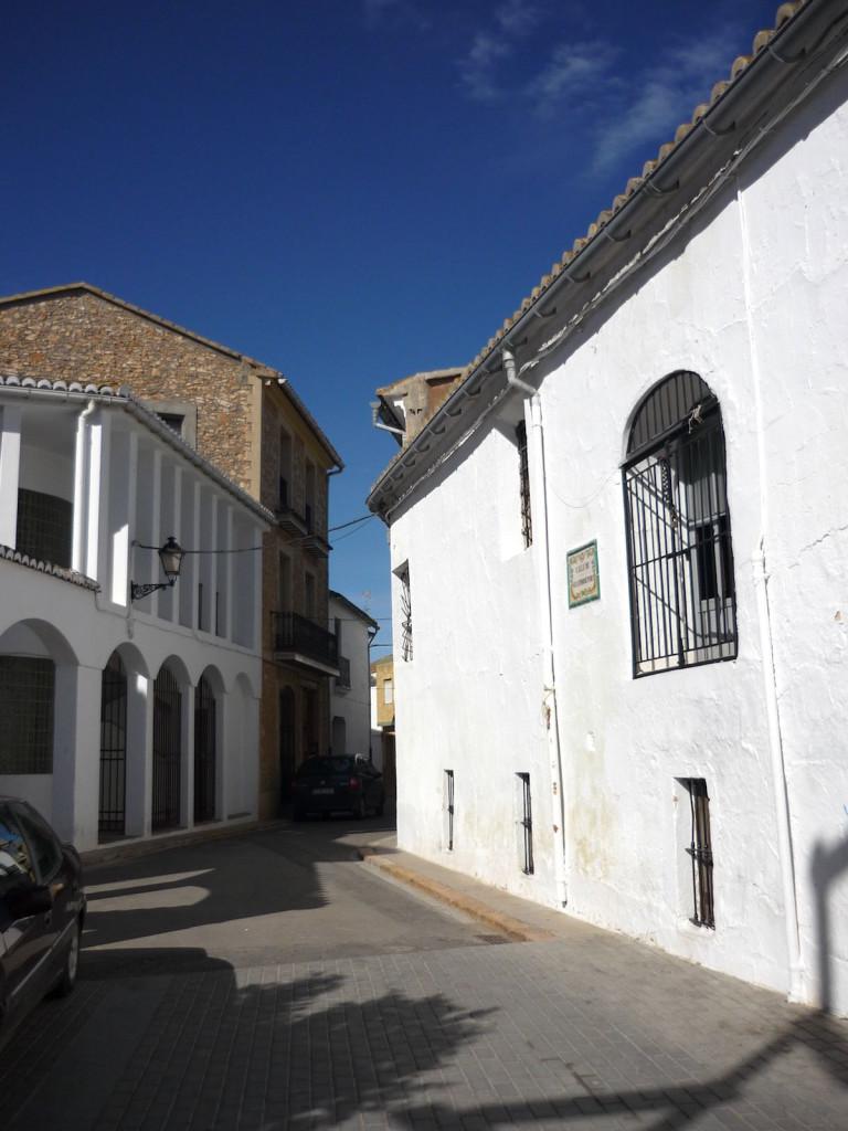 Graner de la senyoria i carrer de l'abadia de Llombai